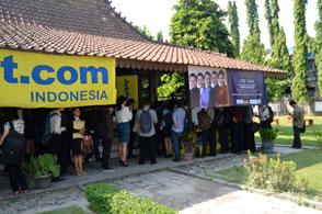 Terlihat pada foto - Lokasi acara di Sekolah Tinggi Pariwisata AMPTA Yogyakarta