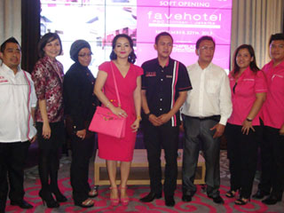 Snapshoot of the Press Conference of favehotel PGC Cililitan - Jakarta (from left to right) : Mr. Hendra Hidayat as part of management PT.Wahana Cipta Sentosa, Mrs. Christina as a Sales & Marketing Manager of favehotel PGC Cililitan, Mrs. Siti as a Corporate Legal of PT Wahana Cipta Sentosa, Mrs. Dewi as Representative from Owner, Mr. Toto Indra Kusuma as a Hotel Manager of favehotel PGC Cililitan and Mr. Muchsin as Part of Management PT.Wahana Cipta Sentosa.