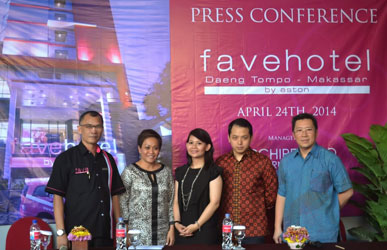 Seen in the image from left to right : Mr. Herryansyah, Hotel Manager Daeng Tompo - Makassar, Ms. Nita Janita Ekaniana, Mrs. Happy Lutjika, Regional Director of Sales & Marketing of Archipelago International Indonesia, Corporate Public Relations Manager of Archipelago International Indonesia, Mr. Robin Makmur, Commissaries PT. Yakin Harum Sukses and Mr. Handy Lim, The Owner Representative of PT. Yakin Harum Sukses during Press Conference.