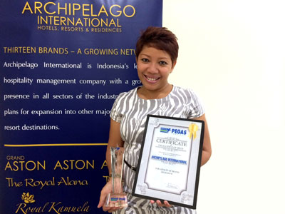 Picture of Ms. Lestari Holmes, Archipelago International's National Director of Sales – Australia/Europe, holding the award.