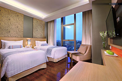 Seen in the image : Deluxe Room of Harper Mangkubumi - Yogyakarta by Aston.