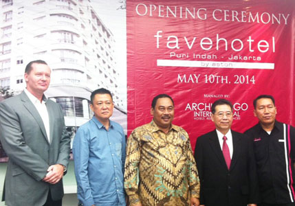 Soft Opening favehotel Puri Indah - Jakarta, seen in the picture from left to right Mr. John Flood - Presiden & CEO of Archipelago International, Mr. Emir Zarry & Mr. Yohanes Harianto - Board Commissioner of PT. Duta Wahana Gemilang, Mr. Anas Effendi as the Mayor of West Jakarta and Mr. Anday Wiryawansyah - Hotel Manager of favehotel Puri Indah Jakarta during the Soft Opening Ceremony.