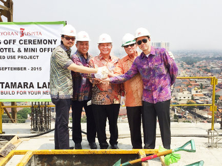 Seen in the image : From left to right; Mr. Anthony Putihrai (CEO of Tamara Land/President Director of Kebayoran Puspita), Mr. Tony Amin (President Commissioner of Kebayoran Puspita), Mr. Bing Rahardjo (Commissioner of Kebayoran Puspita), Mr. Setyono Tedjo SH (Commissioner of Kebayoran Puspita), and Mr. Otto Putihrai (Director of Tamara Land/Director of Kebayoran Puspita)