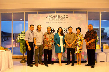 From left to right : Mr. Lukas Pranawa as Owner Representative of Grand Aston Yogyakara, Kanjeng Pangeran Haryo Yudanegara, Mr. Heru Purwono as Vice President of Finance Archipelago International, Ms. Tenaiya Brookfield as Vice President of Sales and Marketing Archipelago International, Mr. dr. Fredi Setyawan as the owner of Grand Aston Yogyakarta and Nathan Building, Mrs. drg. Tantri Onny Bianti as the owner of Grand Aston Yogyakarta and Nathan Building and Mr. Imant Setiawan as the General Manager of Grand Aston Yogyakarta