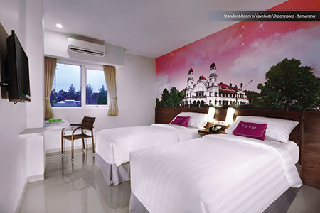 Seen in the image : Standard Room of favehotel Diponegoro Semarang