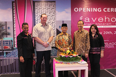 Seen in the image : opening ceremony. From left-right: Mr. Yono Sulistyo (Hotel Manager), Mr. John Flood (President/CEO), Mr. H. Ahyar Abduh (Mayor of Mataram), Mr. Hendra Tanujaya (Owner), Mrs. Fangmawarti Tanaya (Owner)