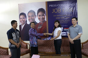 Seen in the picture - From left to right side, Mr. DRS. Prihatno, MM (Assistant Chairman of STP AMPTA), Mr. DRS. H Santosa, MM (Chairman of STP AMPTA), Mrs. Anggie Anugrah (Corp Recruitment and Database Manager of Archipelago International), Mr. Lukas K. Samali (VP Human Resources of Archipelago International). Handover MOU, agreement between Archipelago International hotels unit and Sekolah Tinggi Pariwisata AMPTA Yogyakarta.