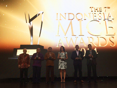 Seen in the image : All the winners of the 7th Indonesia MICE Awards 2014.