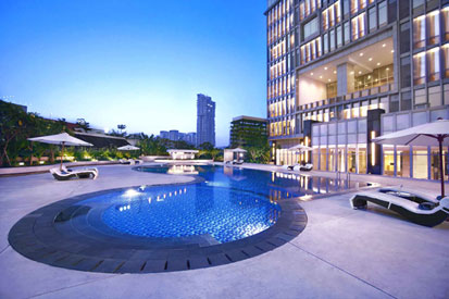 Terlihat di gambar - Swimming pool of The Grove Suites by Aston