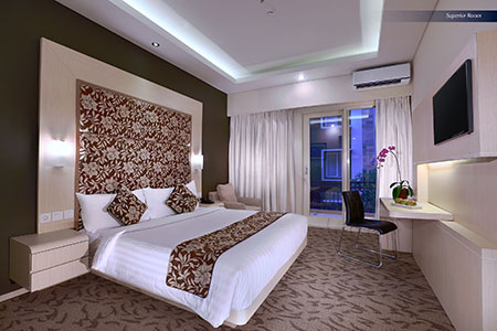 Seen in the image : Superior Room of Quest San Hotel Denpasar.