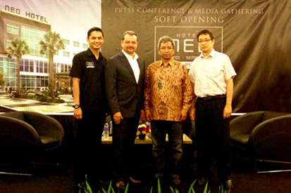 Soft Opening Hotel Neo Candi Semarang, seen in the picture from left to right Mr. Martheas Mulyawan – Hotel Manager NEO Candi Semarang, Mr. Norbert Vas - VP Sales & Marketing Archipelago International, Mr. Ir. Soepartono - Director PT. Lingga Jati Kemiko and Mr. Agus Setiawan – Contractor during the Press Conference.
