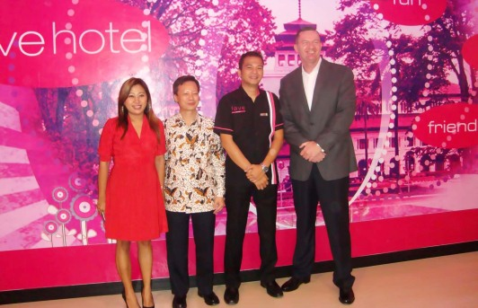 (left to right) Ms. Fridi Harini � Corporate Sales & Marketing Director NEO & fave, Mr. Tjen Rudy Chandra � Director PT. Bangun Mitra Mandiri (Owning Company of favehotel Braga � Bandung), Mr. Chandra Tri Kurniawan � Hotel Manager favehotel Braga, Bandung and Mr. John Flood � President & CEO Aston International