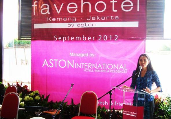 Terlihat di gambar, pidato oleh Ibu Niken Prawesti – Direktur PT. Griya Upajiwana (Perusahaan pemilik favehotel Kemang – Jakarta)