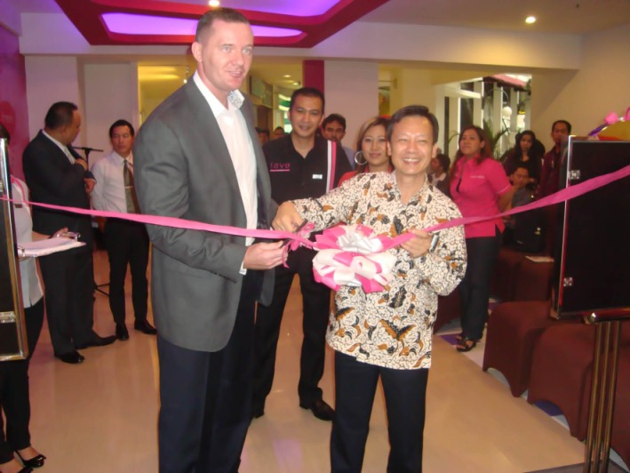 Ribbon cutting as an official sign of Soft Opening favehotel Braga � Bandung by Mr. Tjen Rudy Chandra (right) � Director of PT. Bangun Mitra Mandiri (Owning Company of favehotel Braga � Bandung) and Mr. John Flood (left) � President & CEO Aston International.