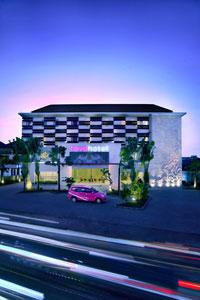 Gedung hotel dari favehotel Bypass Kuta