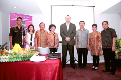 Soft Opening favehotel Gatot Subroto - Jakarta, seen in the picture from left to right Mr. Nyoman Iswara – Hotel Manager, Mrs. Christilia J. Gunawan, Mr. Adi Nugroho, Mrs. Dian Anggraini, Mr. John Flood – President & CEO dari Archipelago International Indonesia, Mr. Yonathan Nugroho, Mrs. Acin and Mr. Handi Santoso during Rice Cone cutting