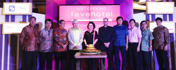 Soft Opening favehotel LTC Glodok - Jakarta, seen in the picture from left to right Mr. Waluyo Susanto, Mr. F.X. Donny, . Mr. Robby Silfanus, Mr. Arif Prijatna, Mrs. Tannya Wirasmo, Mr. Jules Brookfield, Mr. Ariesman Widjaja, Mr. Johnson Putra Lawadinata, Mr. Herman Tambayong and Mr. Johan Gito during the Soft Opening Ceremony.
